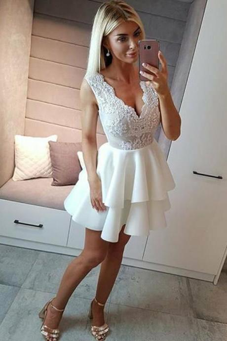 Tiered White V-neck Short Homecoming Dresses With Applique